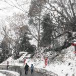 うっすら雪化粧の高尾山 冬そばキャンペーン2019で橋詰亭